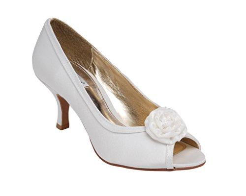 Señoras, tamaño mediano, diseño de zapato de tacón con decoración Rossette en la parte delantera. marfil