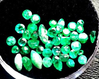 Round Colombian Emerald - 1ct Round Cut 1mm Natural Columbian Emerald Accent Gemsone Parcel for Wire Wrapping or Jewelry.