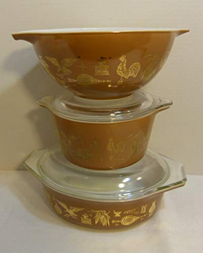 Pyrex Vintage Early American Americana 5 Piece Set: 2 Casseroles With Glass Lids & 1 Nesting Mixing Bowl: Brown & Gold Pattern: 1 QT (#473); Oval 1.5 QT (#043) & 1.5 QT (#442)