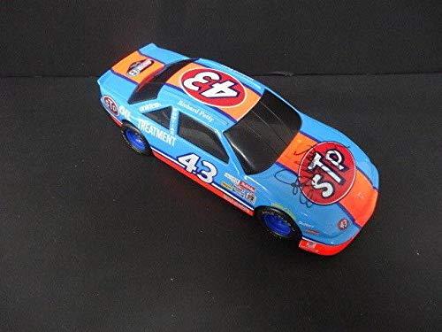 Richard Petty Signed STP Die Cast Car /5000 Autograph Auto AE85424 - PSA/DNA Certified - Autographed Diecast Cars ()