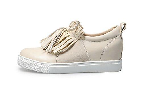 AllhqFashion Damen Niedriger Absatz Weiches Material Ziehen auf Rund Zehe Pumps Schuhe Cremefarben