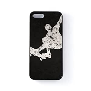 Grunge Skateboard on Black Carcasa Protectora Snap-On en Plastico Negro para Apple® iPhone 5 / 5s de UltraCases + Se incluye un protector de pantalla transparente GRATIS