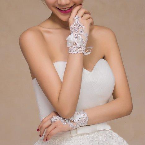 Miya ® 1paare mariée princesse glamour élégant main bijoux gants gants en dentelle satin et dentelle et perles cristaux, accessoire mariée mariage soirée, couleur blanc