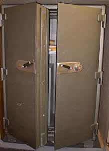 Great Gun / Rifle Safe!! LARGE Mosler, Double Door, 4 Hr Fire Safe