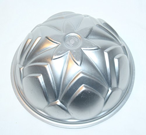 Vintage Wear-Ever Silver Tone Floral Dome 8 x 5 Inch Cake Pan Jell-O Mold