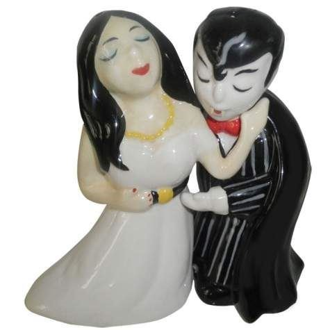 Westland Giftware Magnetic Ceramic Salt and Pepper Shaker Set, Vampire Kisses, Multicolor