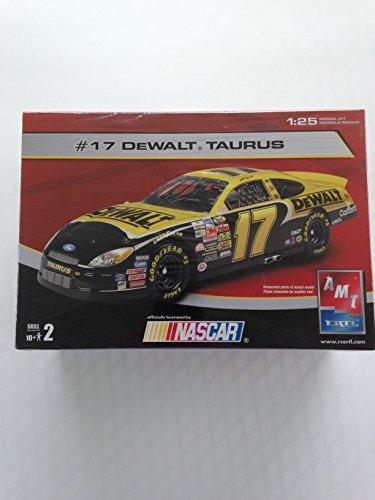 #17 Dewalt Taurus 1:25 model kit NASCAR ()