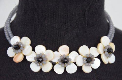 CC205 - Collier Tour de Cou Perles Grises et Plastron Fleurs Pierres Nacre Ecru - Mode Fantaisie