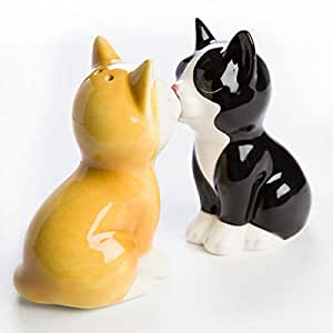 SALT & PEPPER SHAKERS KISSING KITTENS REALLY CUTE MAGNETIC NOSE TO HOLD THEM TOGETHER 12 CM HIGH
