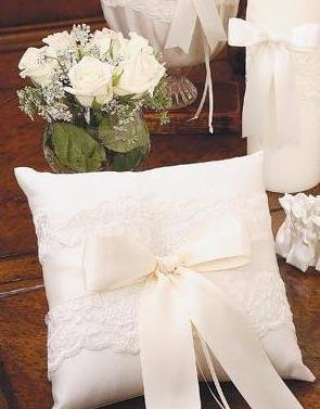 Beverly Clark White Lace Ring Pillow with Satin White Ribbon 223B ()