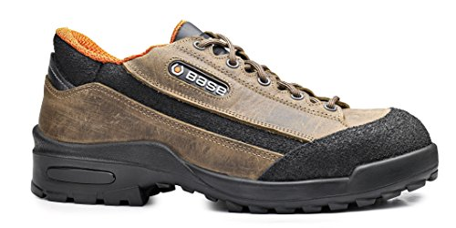 Scarpe antinfortunistiche in pelle ingrassata idrorepellente di alta qualità. Con puntale acciaio, lamina antiforo. Categoria S3 SRC.