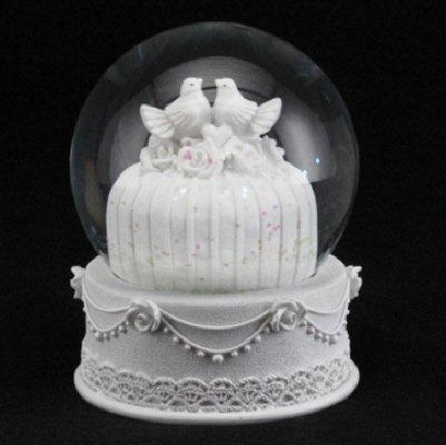 Gisela Graham White Wedding Cake with Doves Snowdome Snowglobe Ornament Table Decoration