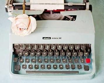 Impresión Fine Art - Parte trasera en tiempo azul máquina de escribir por el arte en movimiento, azul, 27 x 22: Amazon.es: Hogar
