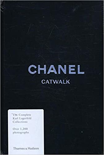 c24f8aa5fbfc Chanel Catwalk: The Complete Karl Lagerfeld Collections: Amazon.co ...