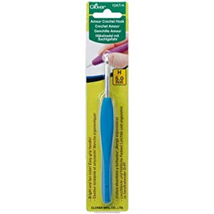 Clover 1047/H Deep Blue Amour Crochet Hook, Size H, 5.0mm