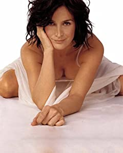 Amazon.com: CARRIE ANNE MOSS Hot Bent Over Cleavage 003