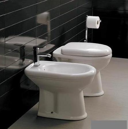 Ceramica Cielo Serie Windsor.Coppia Serie Vaso E Bidet A Terra Con Coprivaso Ceramica