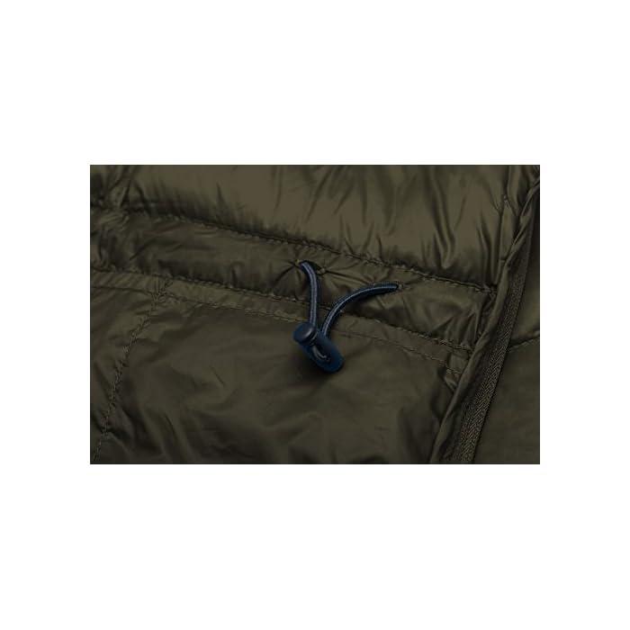 41AYmNz%2BtzL Cáscara de nailon denso con revestimiento especial para un rendimiento óptimo a prueba de viento y relleno de plumón de pato para una máxima retención de calor. Las características livianas y el relleno de plumón premium hacen que este abrigo se pueda empacar en su bolsa para facilitar su transporte. Tejido: capa exterior de tafetán de nailon 20D * 400T Relleno: 80% plumón de pato.