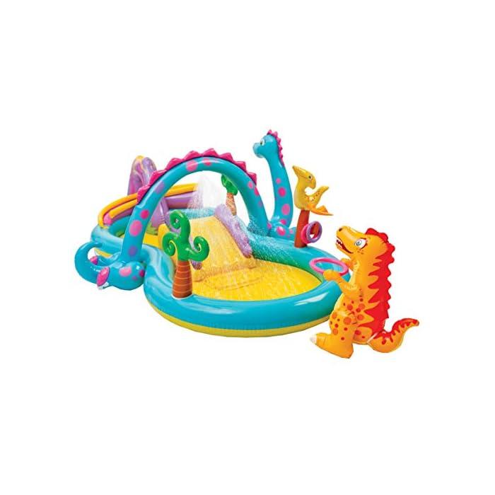 41AeNr43kvL Centro de juegos acuático hinchable Dinoland con zona de piscina, tobogán y figuras hinchables, medidas: 333 x 229 x 112 cm y capacidad para 280 litros/agua Tobogán hinchable con base acolchada y barreras laterales, figuras hinchables en forma de dinosaurio, anillas hinchables, rociador de agua y bolas de colores Incorpora 6 bolas de colores variados para deslizarlas por la bajada del volcán y 2 anillas hinchables para jugar a lanzarlas al poste hinchable que lleva