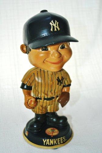 (NY Yankees official MLB retro Bobble Head in origional Box Big Head Helmet )