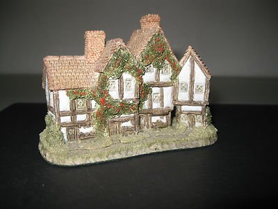 David Winter the Apothecarys Shop Cottage Issued 1985