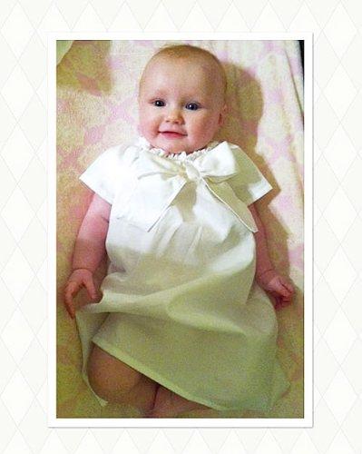 ベビードレス☆シンプルリボン「BASIC BOW 」ピュアホワイト 赤ちゃんの出産祝いファーストフォトに   B00DW17E5S