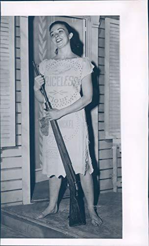 (Vintage Photos 1957 Press Photo Actress Renee Guerin Juneau Alaska Annie Get Your Gun 6x10)