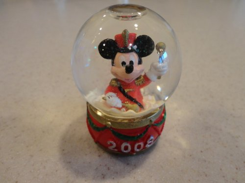 Mickey Mouse Snowglobe - Mickey Mouse 2008 JC Penny's Snow Globe