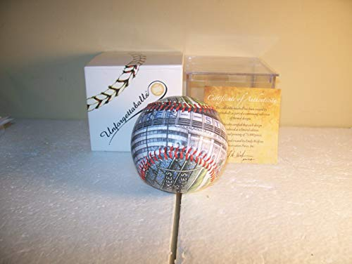 New York Yankee Unforgettable Art Ball with Acrylic Case and Certificate