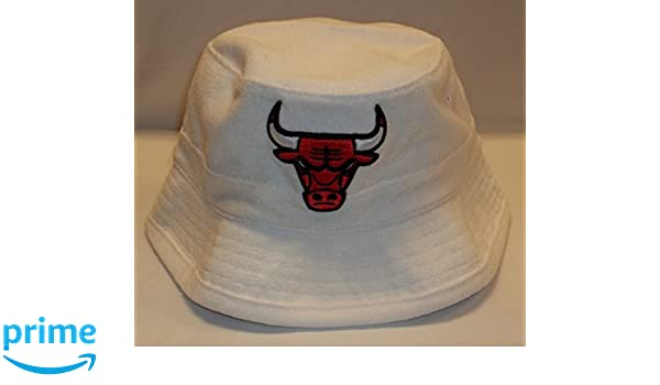 e40e652f7 Amazon.com : Chicago Bulls Reef Bucket Hat By Mitchell & Ness - Size ...