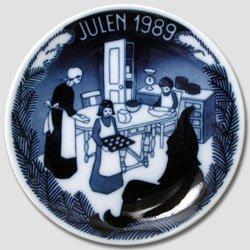 1989 Porsgrund Christmas Plate - Prepare ()