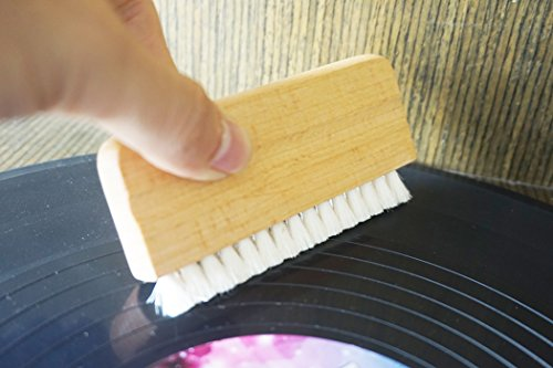 Natural Goat's Hair for Vinyl Record Audio Record Cleaner Brush / Turntable Vinyl Record LP Cleaning - Wood handle - aturally Vinyl Cleaning Carbon Fiber anti-static bristles Brush Cleaner(no Record ) ()