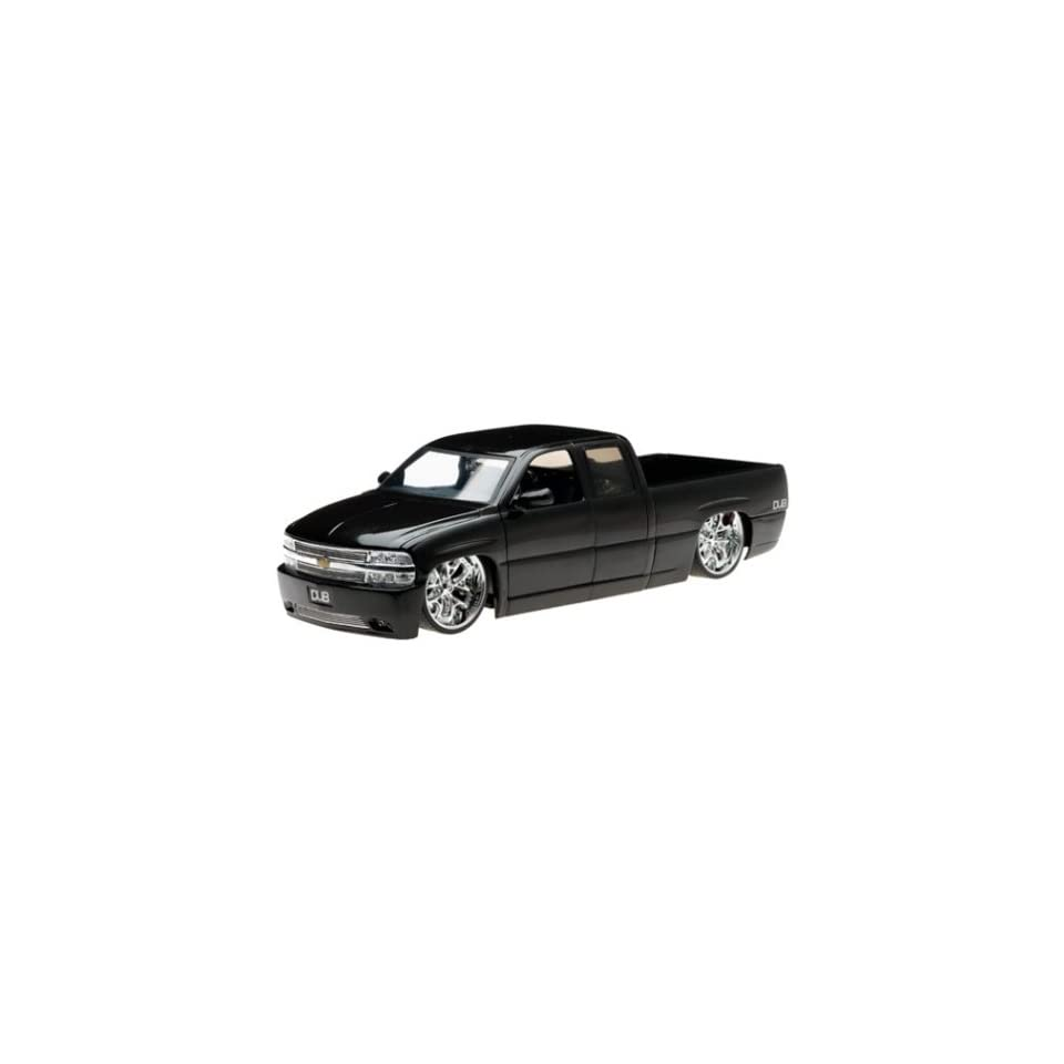 2002 Chevy Silverado Diecast Model Truck   118 Scale Black