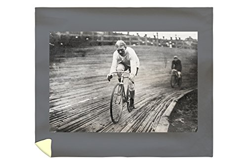 - Lantern Press Bicycle Racer at The 6-Day Washington DC Race Photograph 2852 (88x104 King Microfiber Duvet Cover)