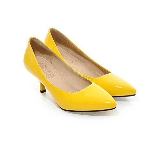 b362836b76b656 AllhqFashion Damen Mittler Absatz Rein Ziehen auf Lackleder Spitz Zehe  Pumps Schuhe Gelb ...