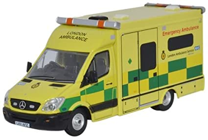 e2aed77ad8a7 OXFORD DIECAST 76MA002 Mercedes Ambulance London  Amazon.co.uk  Toys ...