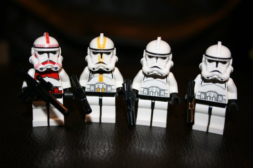 Star Wars Yellow Clone - Lego Clone Trooper Minifigure Lot of 4 ~Star Wars Red Clone Trooper,(1) Yellow Clone Trooper and (2) White Clone Trooper's Includes 1 Large Blaster Rifle and 3 Small Blasters