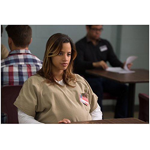 Orange Is The New Black 8 Inch By 10 Inch Photograph Dascha Polanco Pregnant Stomach Touching Table Kn