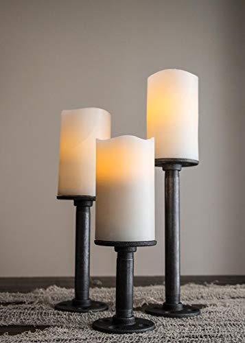 Juego de candelabros modelo Stoker. Nombrados en honor del escritor de Dracula. Son tres candelabros de hierro al carbono de...