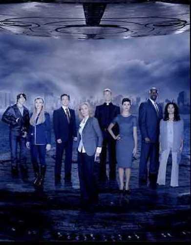 Laura Vandervoort & Cast Of V Science Fiction TV Series 8×10″ Photo #J832
