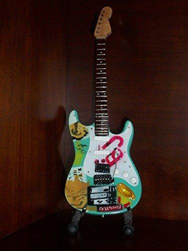 Mini GREEN DAY BILLIE JOE ARMSTRONG Guitar BJ Statuette