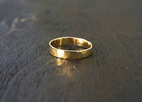 18k solid gold hammered 4mm band ring. Genuine yellow gold rustic jewelry. (Handmade Wedding Ring)