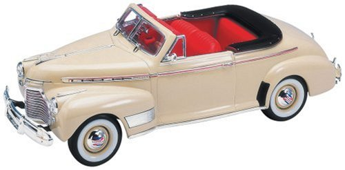 Danbury Mint 1941 Chevrolet Special Deluxe Convertible Cream 1/24 from Danbury Mint