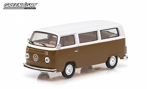 1977 VOLKSWAGEN TYPE 2 CHAMPAGNE EDITION BUS * Club V-Dub * Series 1 Greenlight Collectibles 2015 Limited Edition Vee-Dub 1:64 Scale Die-Cast Vehicle