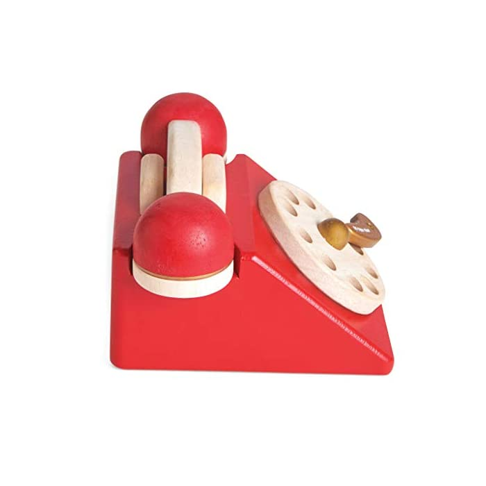 41Bzr4J0E%2BL Estilo retro hermosamente construido: a tu pequeño le encantará este juguete de juguete de madera para teléfono de rol. Con una campana dentro del teléfono para la diversión del juego de rol. Los dígitos escritos y la rueda giratoria realista fomentan el reconocimiento de números. Hecho de madera de goma pintada en rojo icónico y acabado con un toque de oro de lujo. Ideal para jugar interactivo: a los niños les encanta jugar junto con este brillante y colorido escenario y juego de rol. A medida que fomenta la imaginación creativa, el desarrollo social y del lenguaje, así como el desarrollo del reconocimiento del color estimulando la imaginación de tu pequeño. Diseño destacado y brillante pintado: con su hermoso, chispa creatividad, diseño nostálgico, el juguete de madera para jugar a roles del teléfono de juguete permite a los niños tomar recuerdos felices e incorporarlos a un ambiente de juego positivo. Un gran regalo divertido para niños o niñas a partir de 3 años.