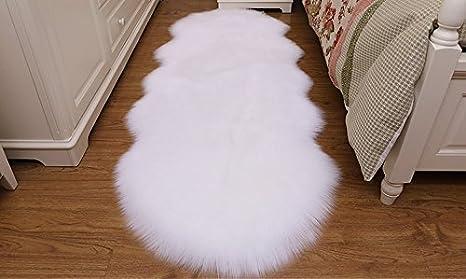 HUAHOO Faux Fur Sheepskin Rug Ivory White Kids Carpet Soft Faux Sheepskin Chair Cover Home Décor