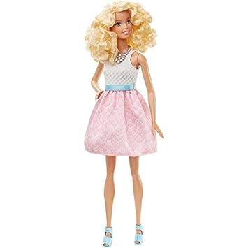 5e33bb0e26c7a Barbie DGY57 Fashionistas - Bambola con Abbigliamento Rosa Bianco ...