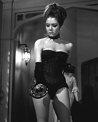 (Diana Rigg in The Avengers in Busty Sexy Queen of Sin Costume with Snake & Studded Collar 16x20 Canvas)