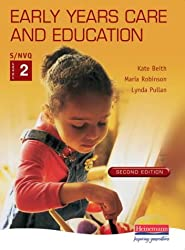 S/NVQ Early Years Care and Education: Student Handbook Level 2