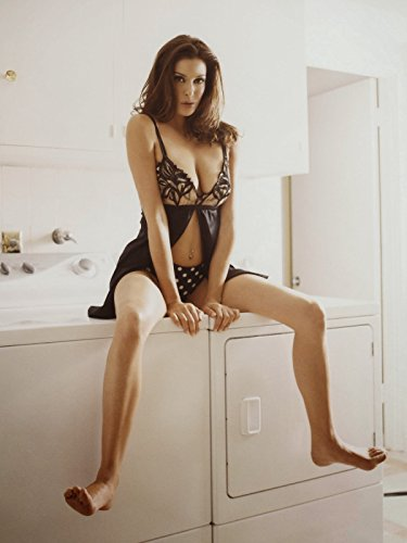 Teri Hatcher sexy hot posing on washing machine 8 inch x 10 inch PHOTOGRAPH